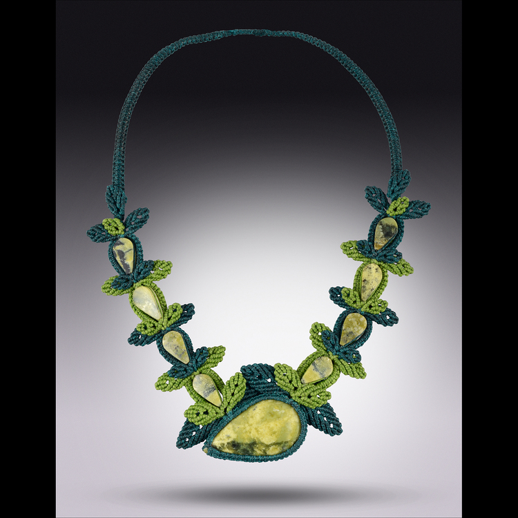 """Macrame Necklace Eterna Verde"""