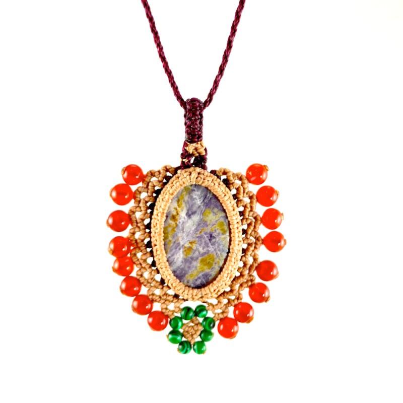 Macrame pendant necklace rumisumaq.com